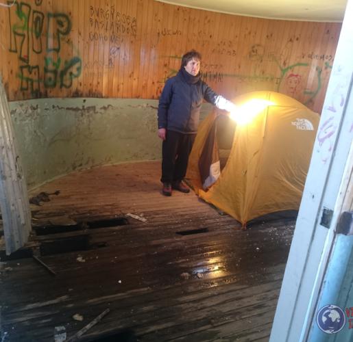 Tres noches en una casa abandonada – El Mercado Abandonado de Chaitén, hogar del viajero ambulante