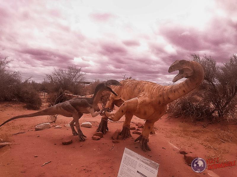 Dinosaurios en Talampaya chocando los 5