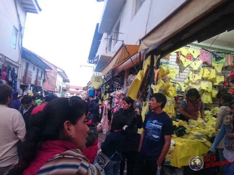 Todo amarillo en feria de Cusco