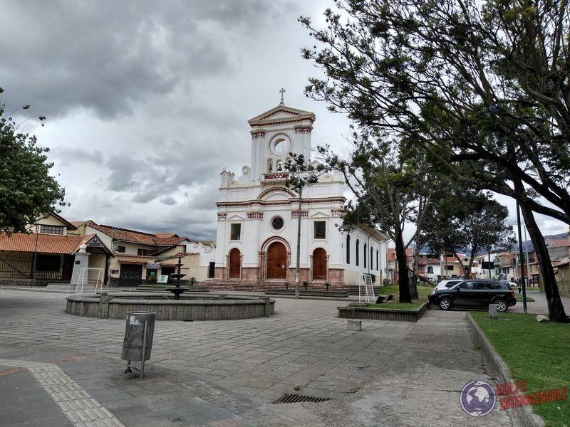 Iglesia en la plaza de Cuenca Ecuador