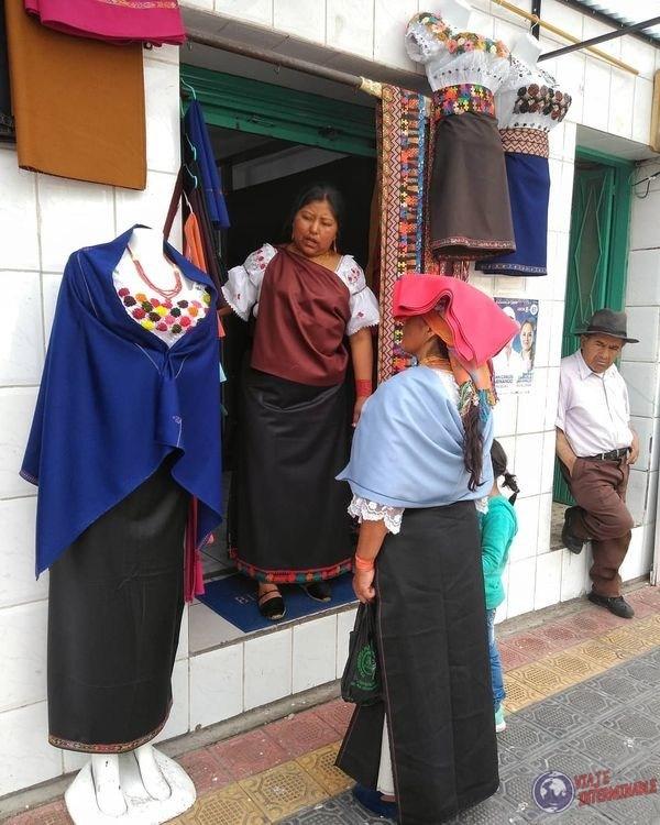 Vestimenta tipica de Otavalo Ecuador