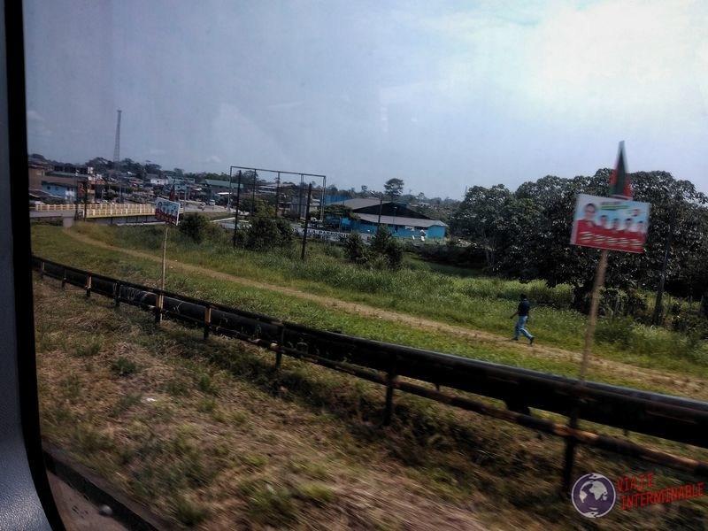 Caño petrolera atravesando Orellana Ecuador