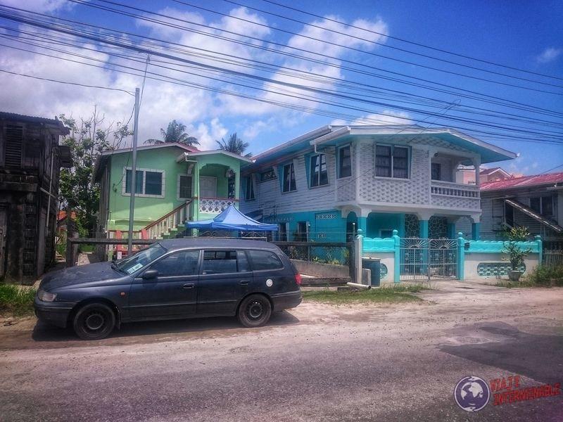 Casas tipicas en calles de Georgetown Guyana