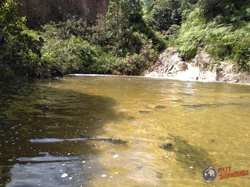 Cascada en ruta hacia Boa Vista Brasil