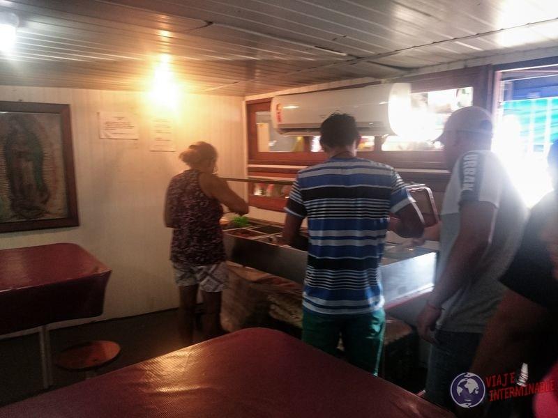 Comedor en barco carga Tabatinga Manaos brasil