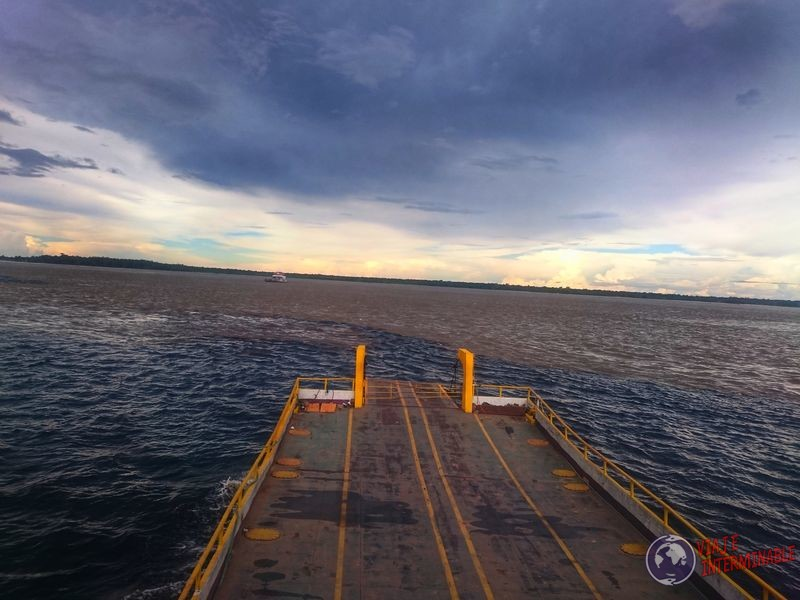 Cruce de aguas Manaos Brasil