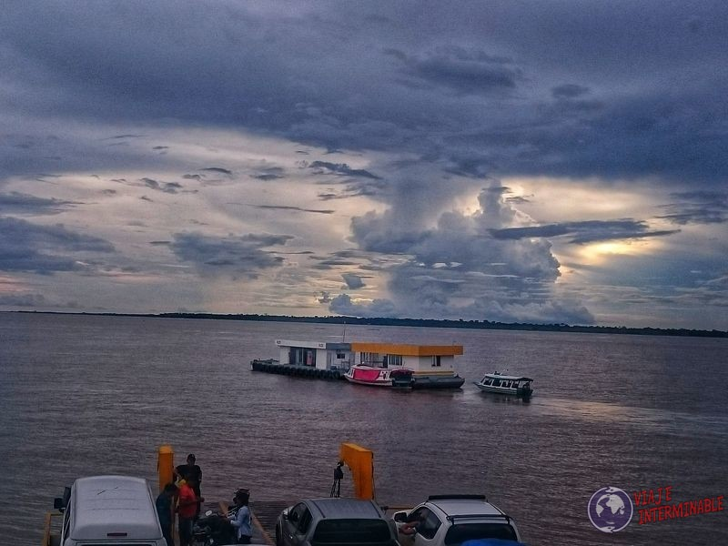 Estacion de servicio fluvial Manaos Brasil
