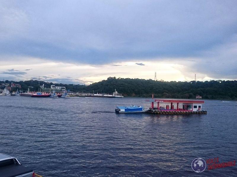 Estacion de servicio maritima Manaos Brasil