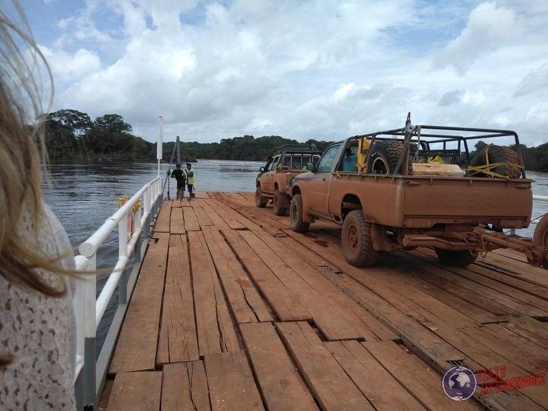 Ferry hacia georgetown guyana rio esequibo