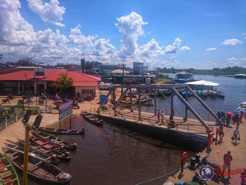 Pueblo muelle en el camino a Manaos Brasil