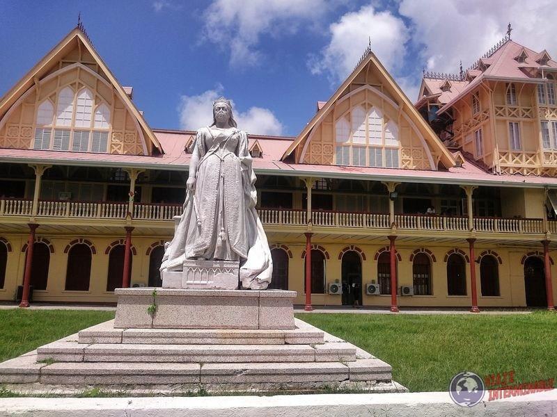 Reina Britanica estatua Georgetown Guyana