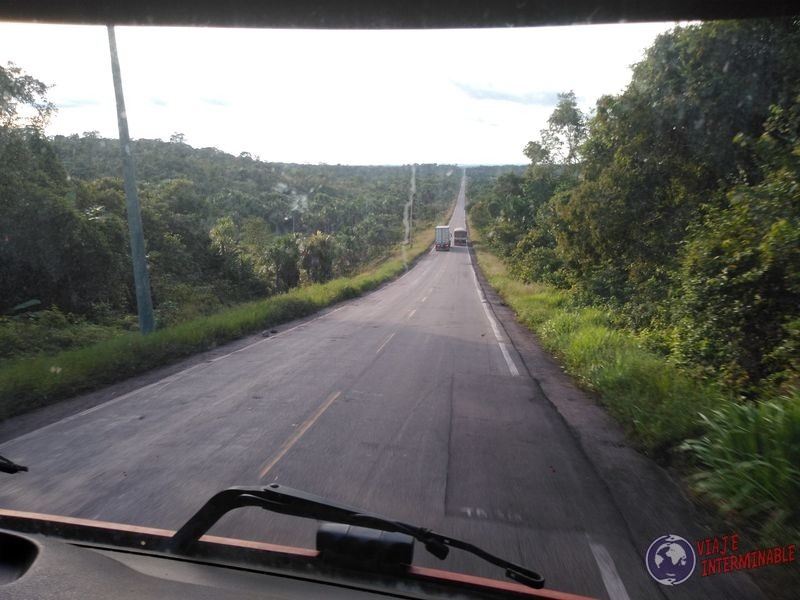 Ruta selva hacia Boa Vista Brasil