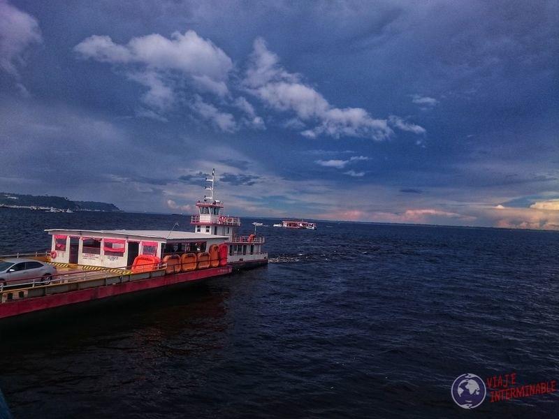 Yendo al cruce de aguas Manaos Brasil
