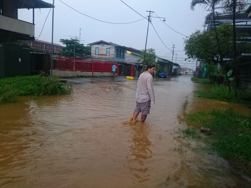 Calles inundadas Paramaribo Surinam