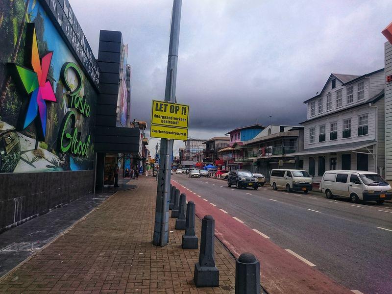 Carteles en Calles de Paramaribo Surinam