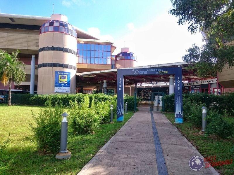 Entrada museo Centro espacial Kourou Guayana Francesa