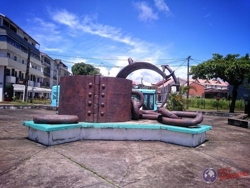 Monumento Grilletes de Cayenne Guayana Francesa