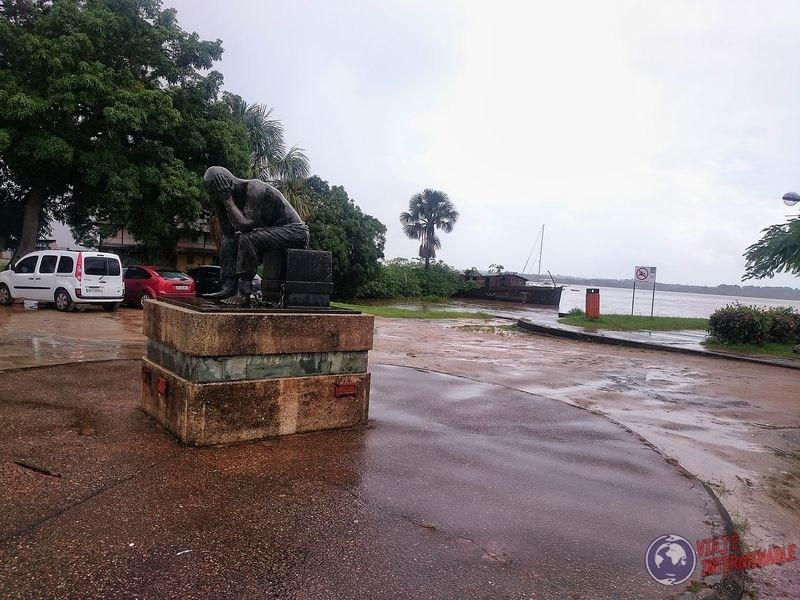 Monumento esclavos Saint Laurent du Maroni Guayana Francesa