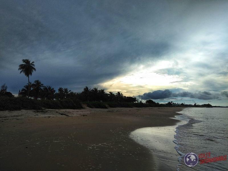 Playa al atardecer Kourou guayana Francesa