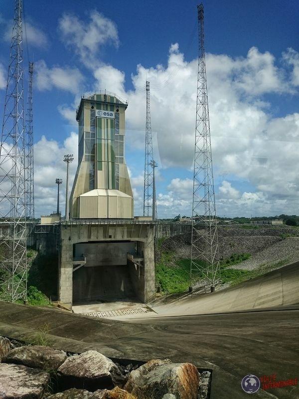 Torre con bajada centro espacial kourou Guayana Francesa