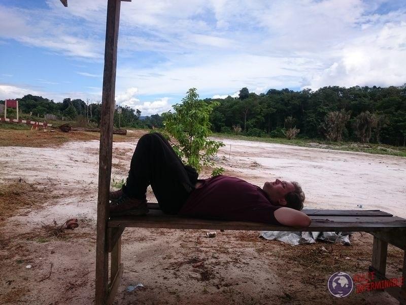 Descansando haciendo dedo en Mabura guyana