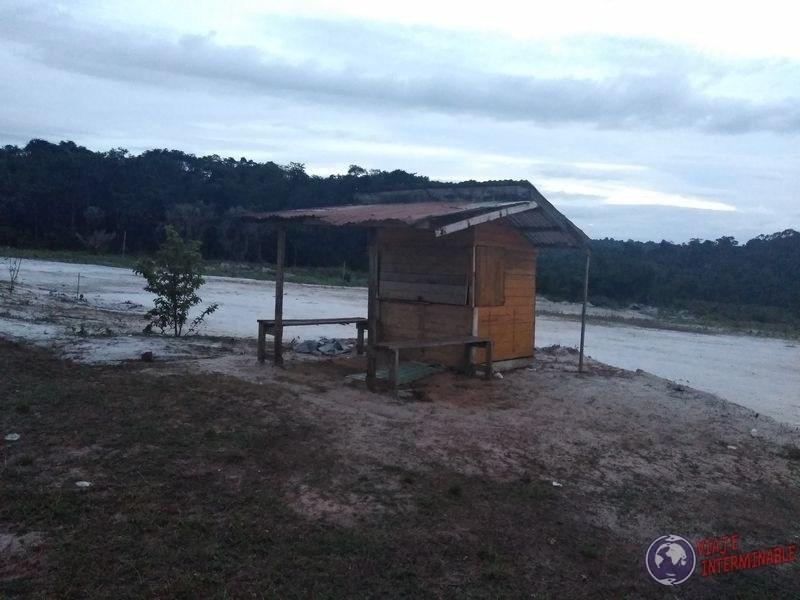La caseta de la espera haciendo dedo Mabura Guyana