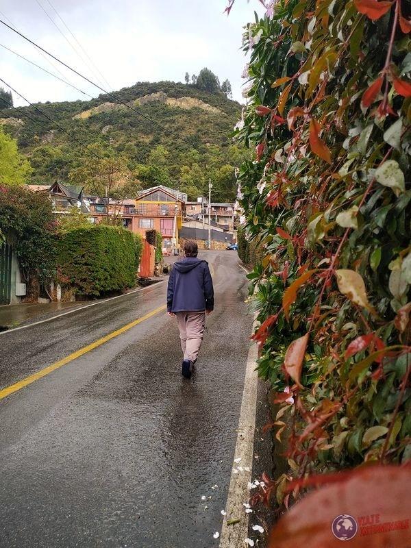 Caminando por Cota Colombia