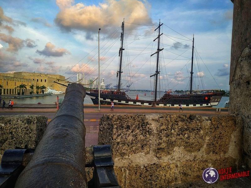 Cañon y barco cartagena Colombia
