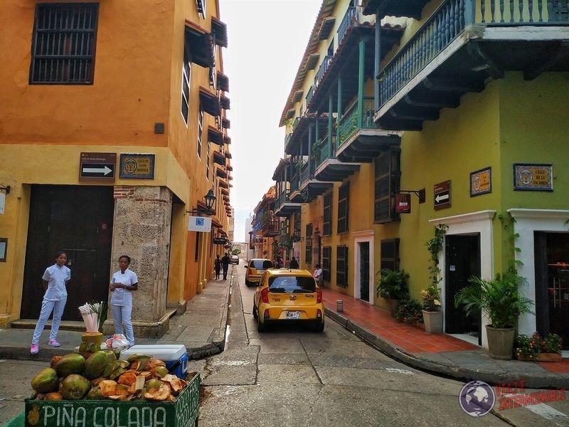Calles de Cartagena venta coco Colombia