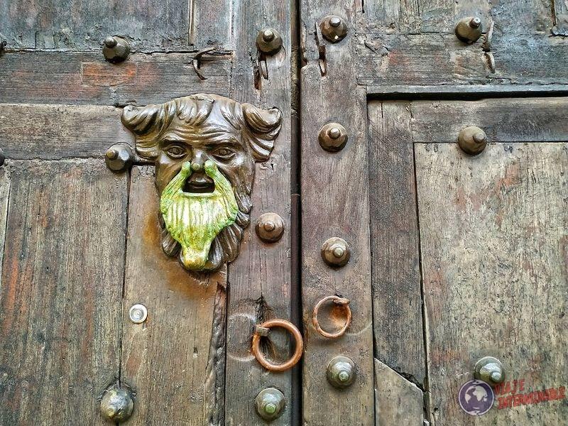 Golpeador aldaba barba puerta cartagena Colombia