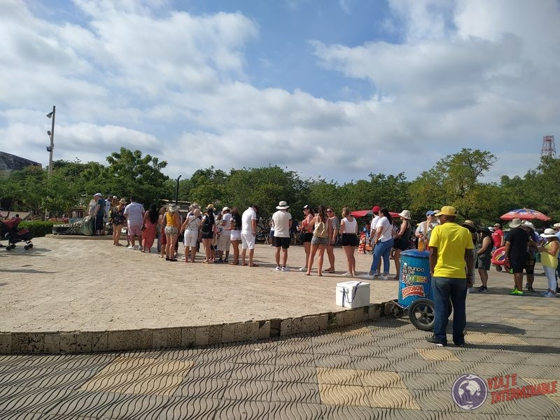 Monumento Botas viejas Cartagena Colombia