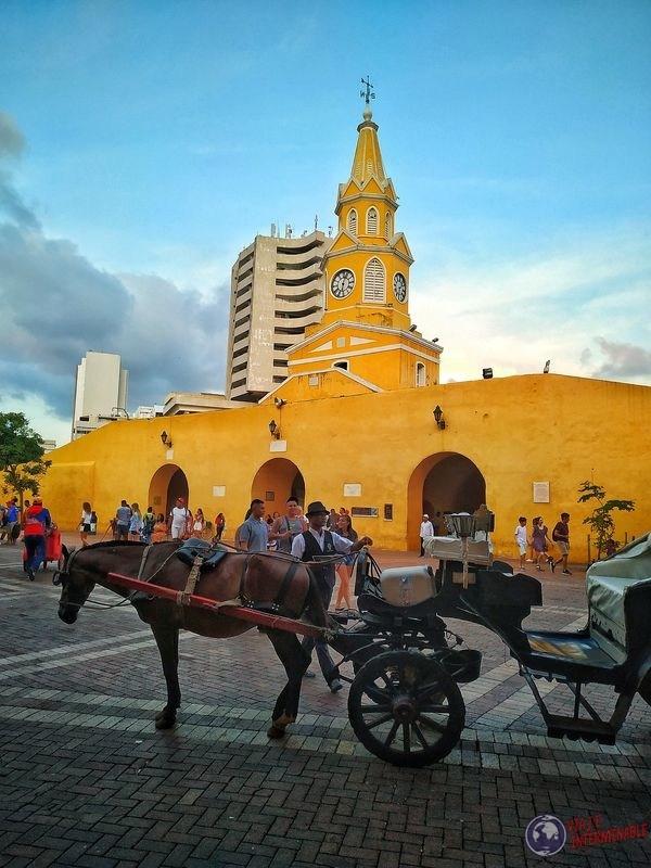 Plaza de los carros Caballo y torre del reloj cartagena