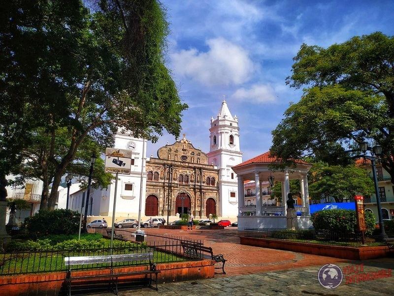 Plaza en casco viejo ciudad de panama