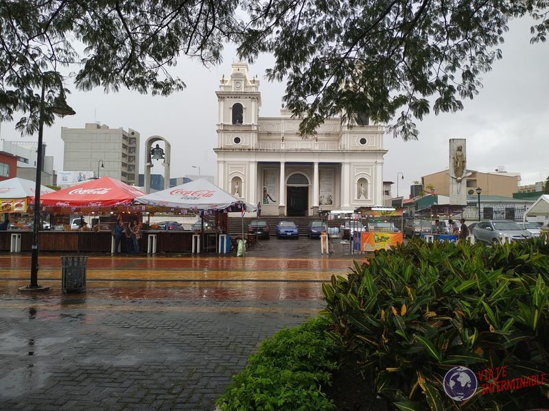 Plaza iglesia San José costa rica