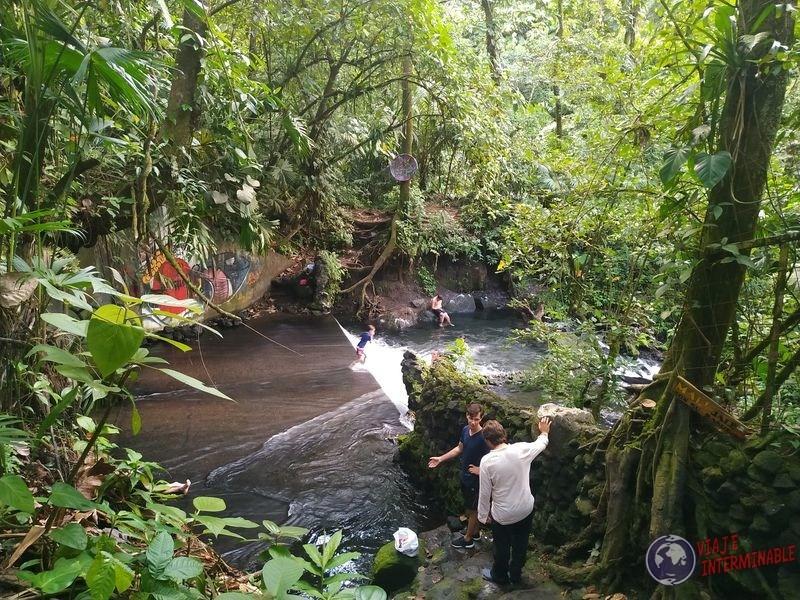Rio de aguas calientes cerca del volcan Arenal