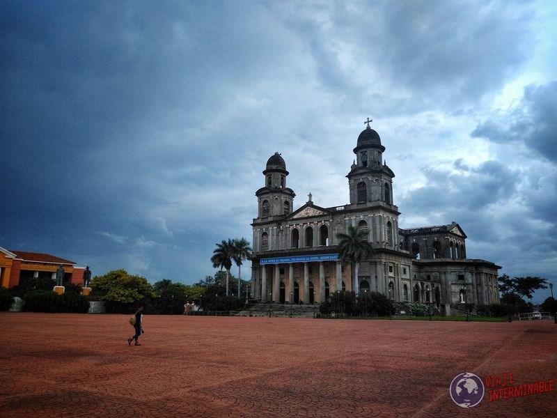 Antigua Catedral en plaza Managua Nicaragua