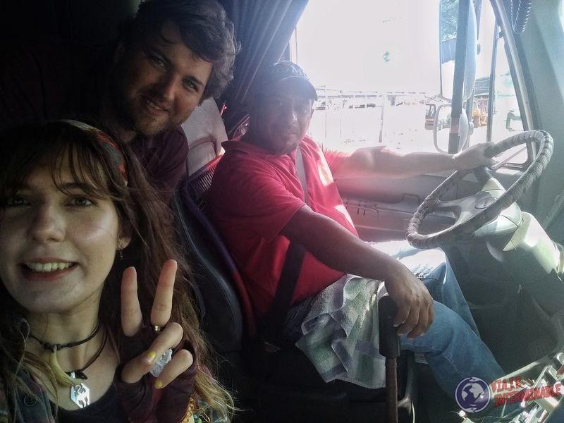 Camionero Guatemalteco en frontera Honduras