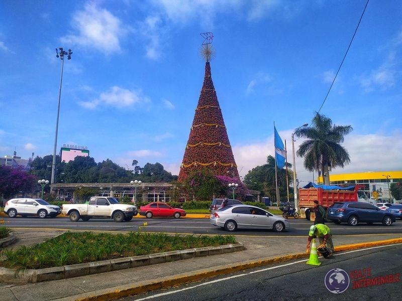 Árbol Gallo Navidad Ciudad de Guatemala