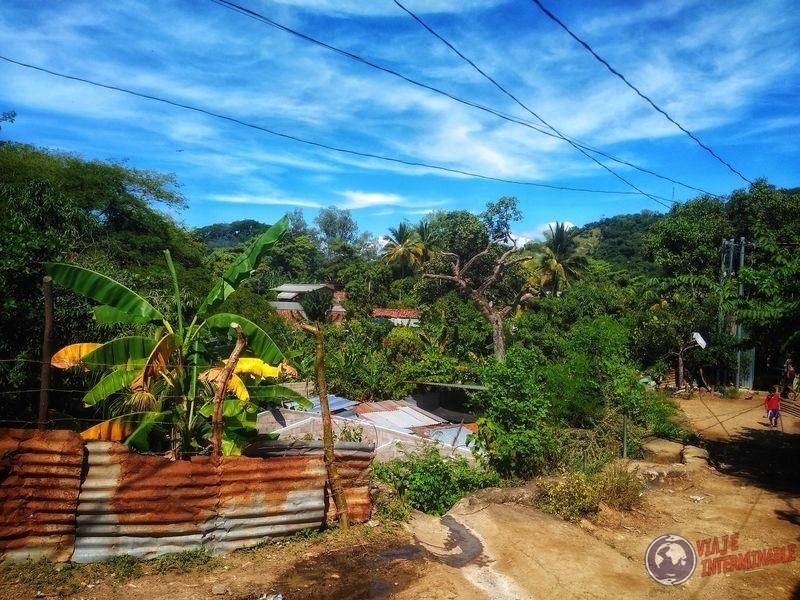 Calle a la salida de casa de Moncagua El Salvador