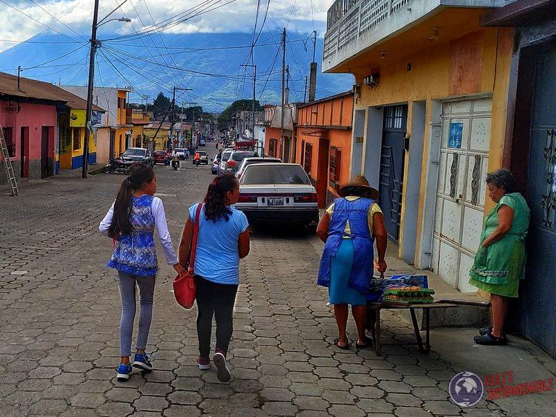 Calles pueblo ciudadanos en Milpas Altas Guatemala