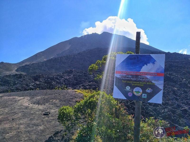 Cartel en volcán Pacaya Guatemala