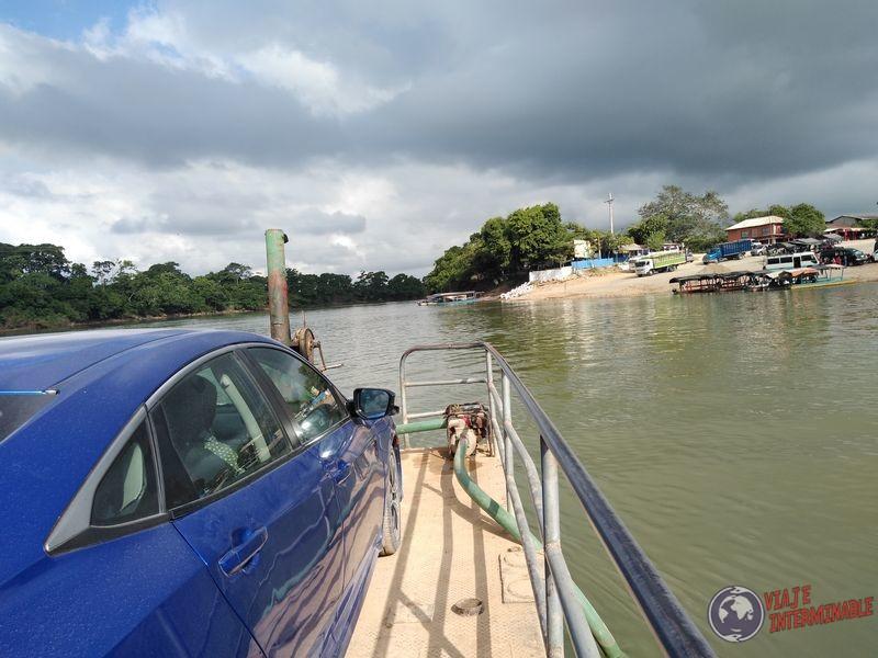 Cruzando Rio Sayaxche