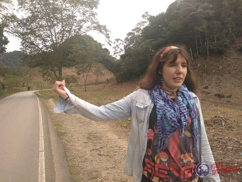 Joy autostop mochilera uruguaya
