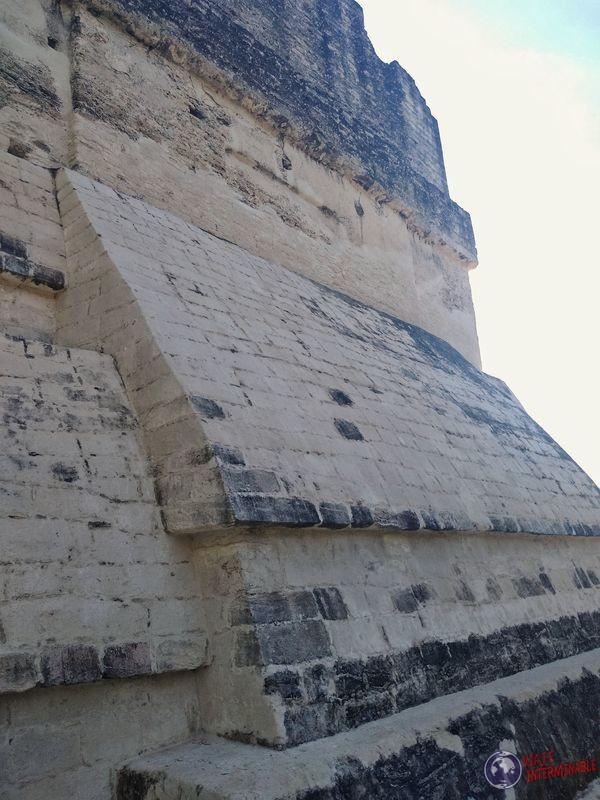 Restauración de obras en Tikal
