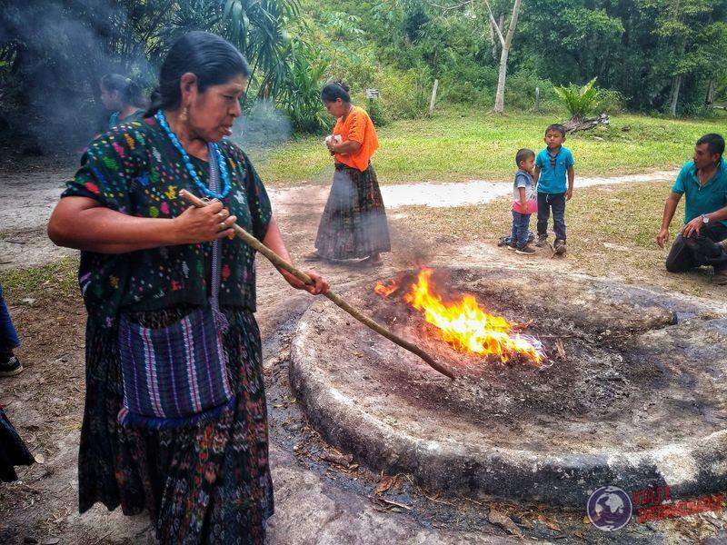 Ritual Maya en Tikal Guatemala