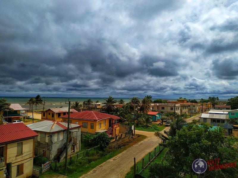 Dangriga avenida vista desde arriba Belize
