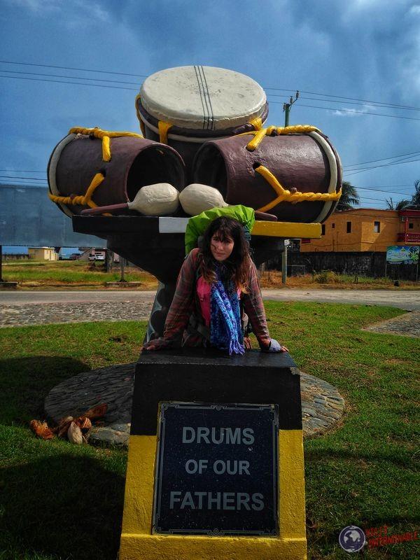Dangriga drums monumento