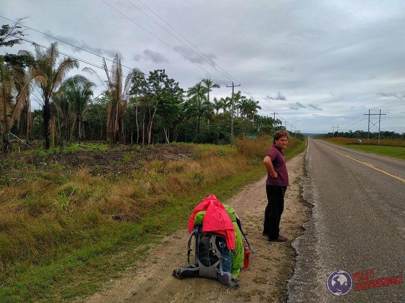 Haciendo dedo en ruta de Belize
