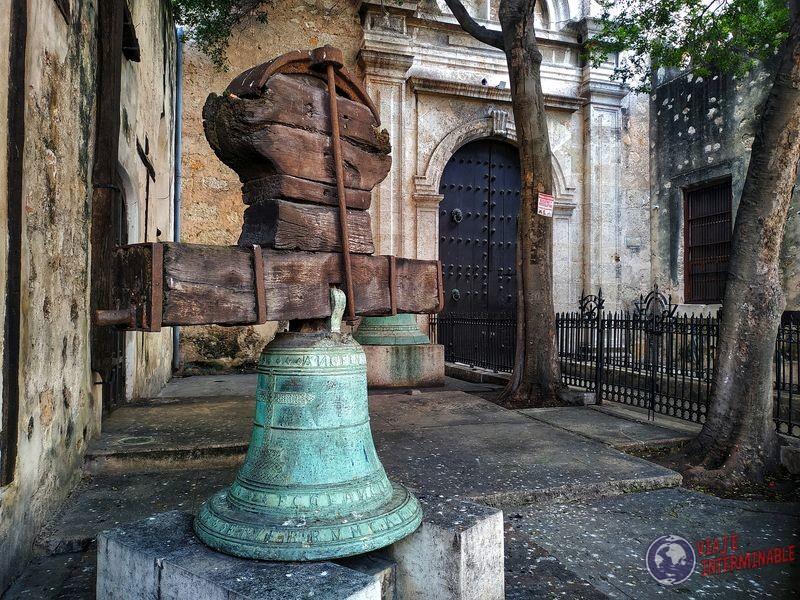 Campana iglesia vieja Merida Mexico