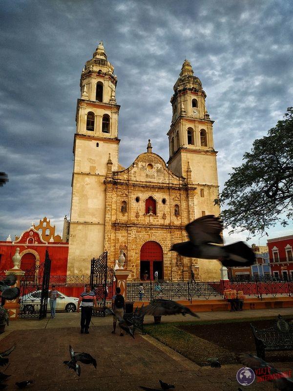 Catedral con paloma Campeche Mexico